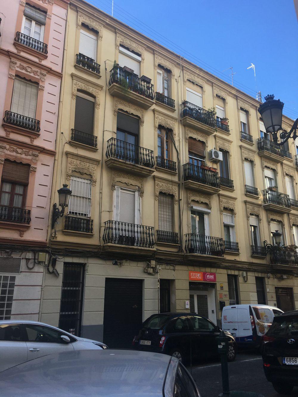 Fachada de edificio protegido en Valencia